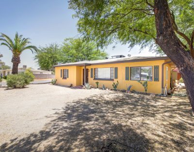 The 3 Bedroom Corner Lot Casa – Close to Eateries, Hiking, U of A – 1 HOT Spot !